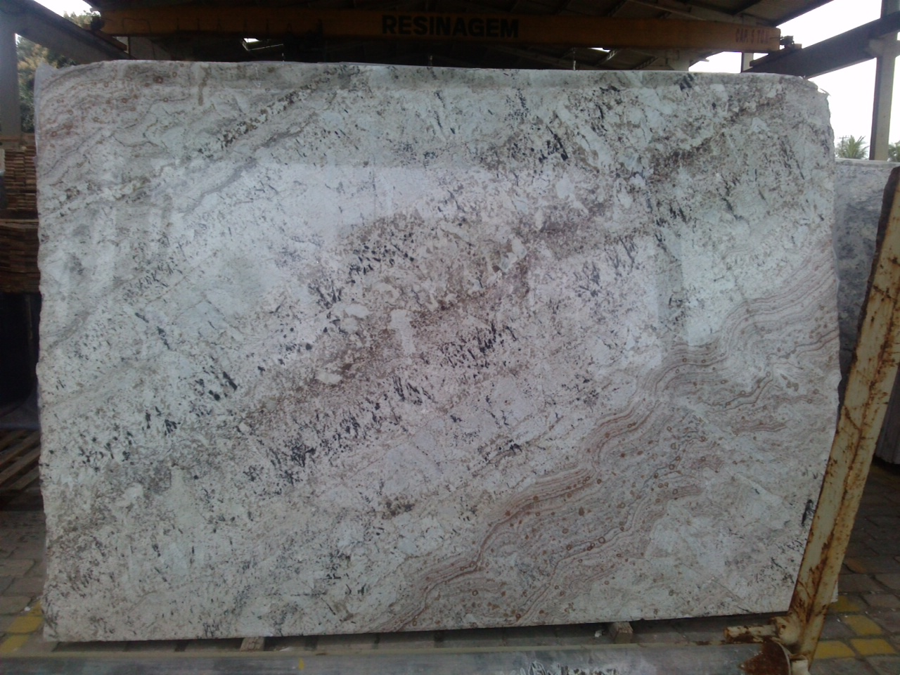 Clickgranite news we help you buy granite slabs in brazil for Granit galaxy
